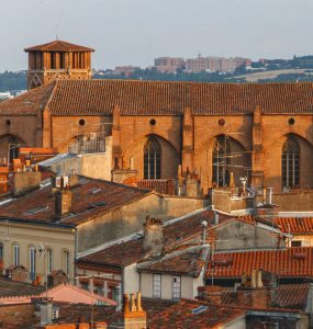 Biluthyrning & hyrbil i Toulouse