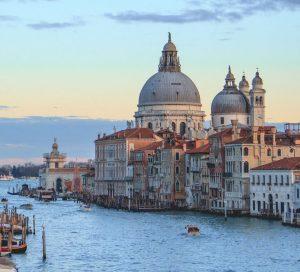Biluthyrning & hyrbil i Venedig