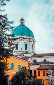 Biluthyrning & hyrbil i Brescia