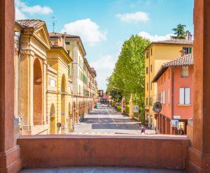 Biluthyrning & hyrbil i Bologna