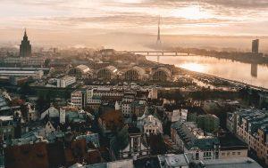 Biluthyrning & hyrbil i Riga