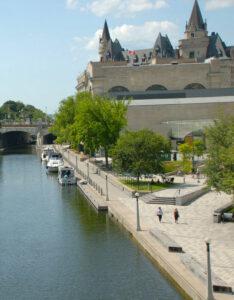 Billig biluthyrning & hyrbil i Ottawa