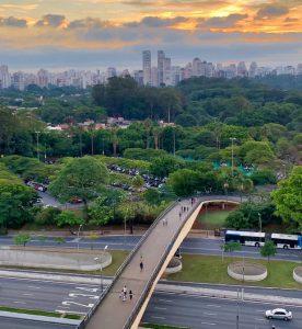 Hyrbil & biluthyrning São Paulo-Guarulhos flygplats