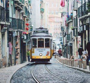 Hyrbil & biluthyrning Lissabon-Portela flygplats