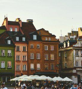 Biluthyrning & hyrbil i Warszawa